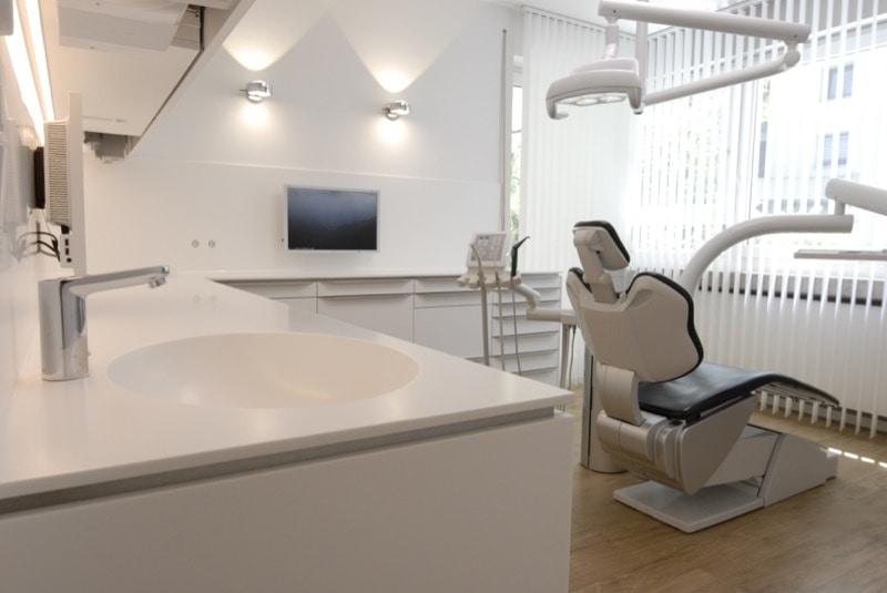 Behandlungsraum der Zahnarztpraxis Sinseder Gern